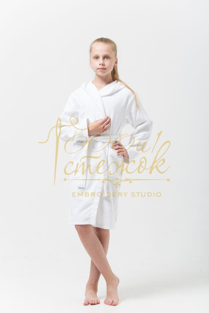 Подростковый укороченный халат с капюшоном категории «Премиум Россия» с именной вышивкой (Белый)