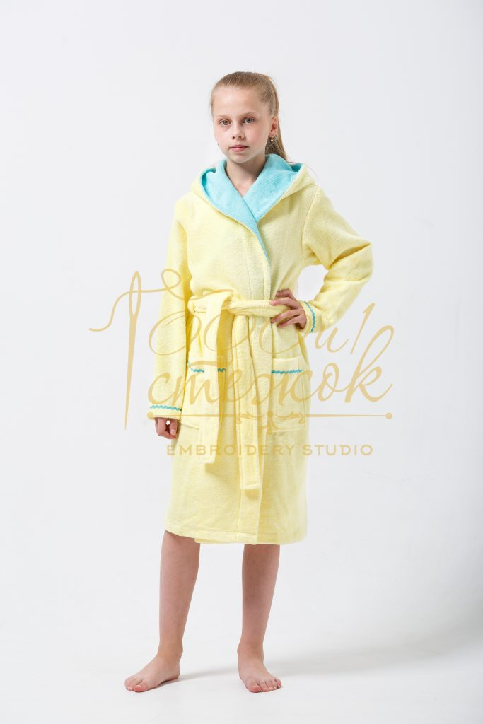 Подростковый халат с капюшоном Mimi категории «Премиум Турция» с именной вышивкой (Лимон)